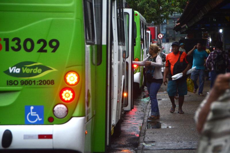 Usuários denunciam paralisação no transporte coletivo