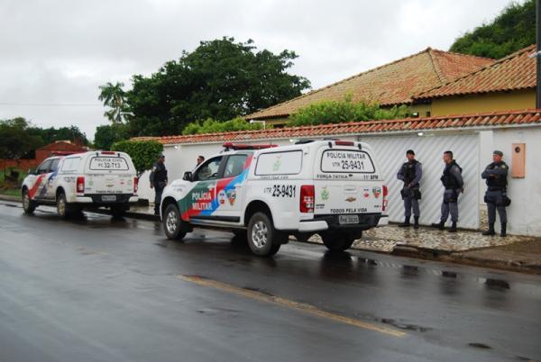 PM realiza busca e apreensão na casa do ex-prefeito Alexandre da Carbrás