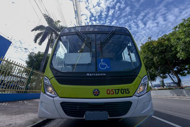 Arthur entrega 112 novos ônibus do sistema de transporte coletivo