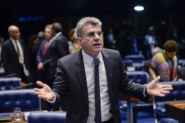 Operação mira Jucá e filho por candidaturas laranjas do MDB-PSD