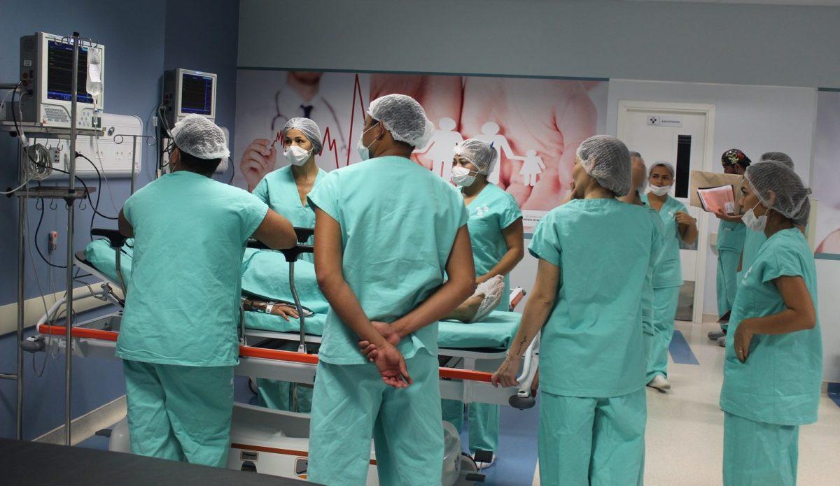 """David inaugura centro cirúrgico no """"Delphina"""" em meio à crise na saúde"""