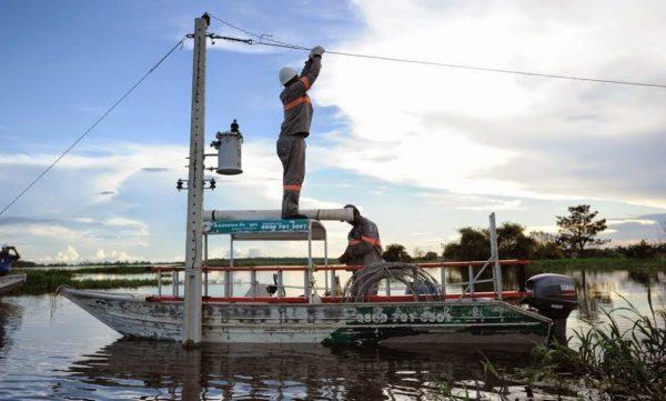 Justiça suspende liminar e valida venda da Amazonas Energia