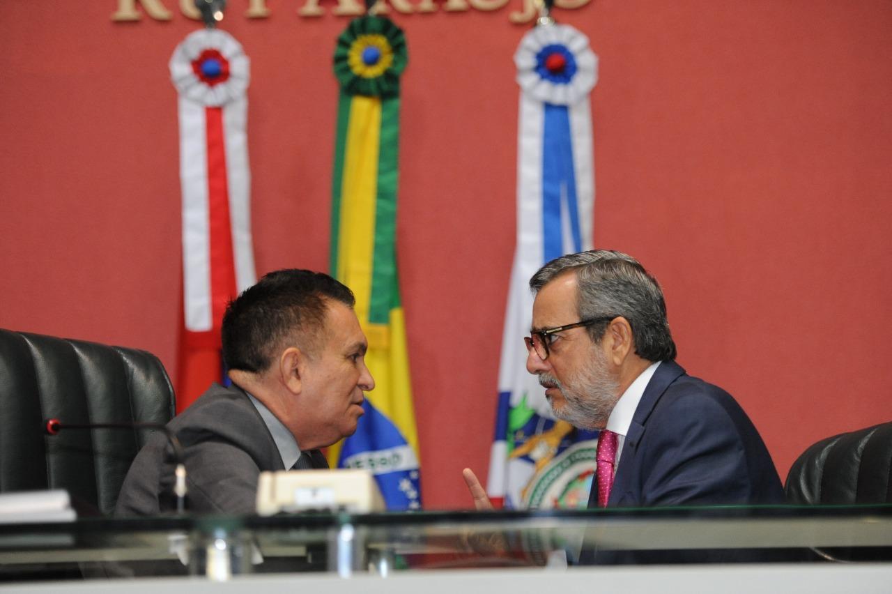 Depois de reuniões com Amazonino, Robério conversa com líder da oposição