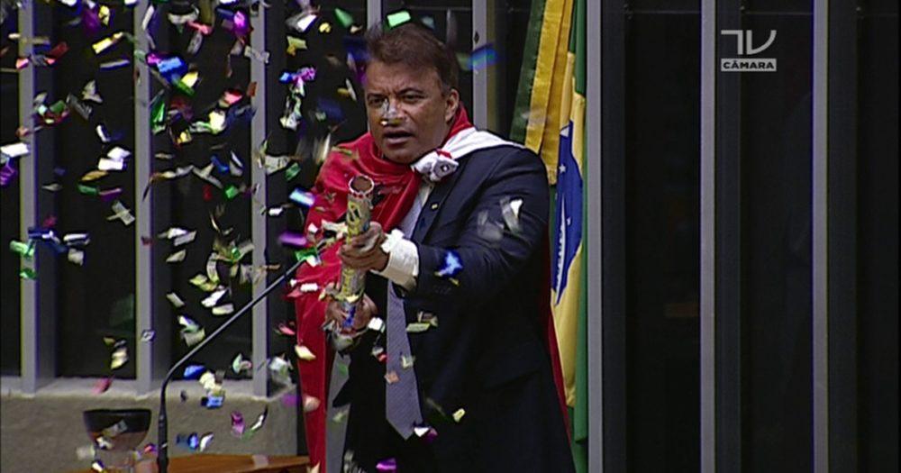Deputado do Pará responde com tapa na cara a pergunta de professor
