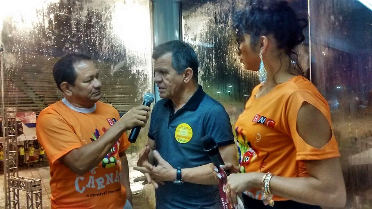 Bosco visita camarote do BNC no Carnaboi com satisfação em dobro