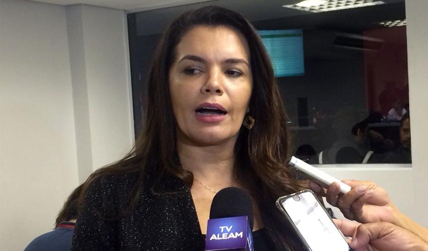 Alessandra Campelo explica choro por Luiz Castro