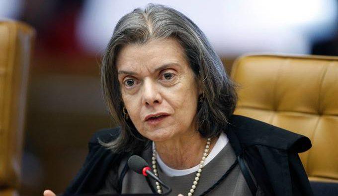 Cármen Lúcia diz que não cederá a pressão sobre prisão de Lula