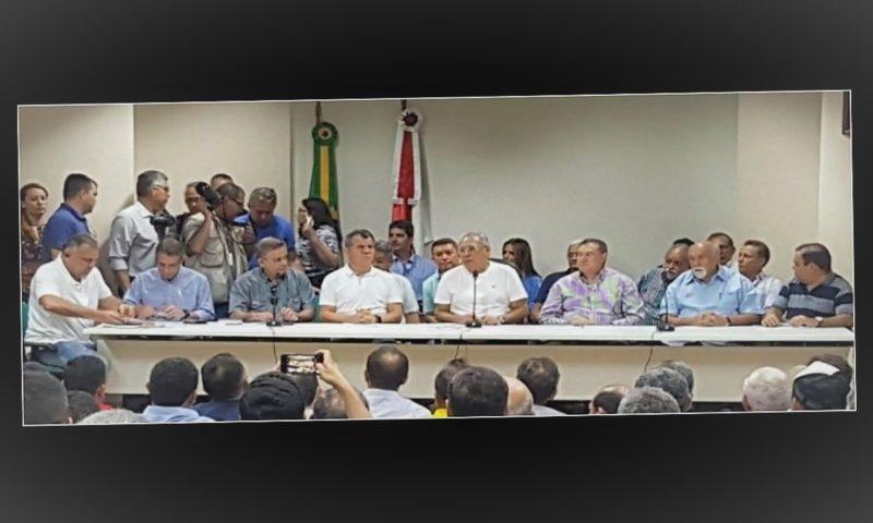 Foto mostra a posição de antigos e novos aliados de Amazonino