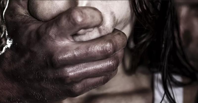 Criança de 11 anos é estuprada por 14 homens em baile funk
