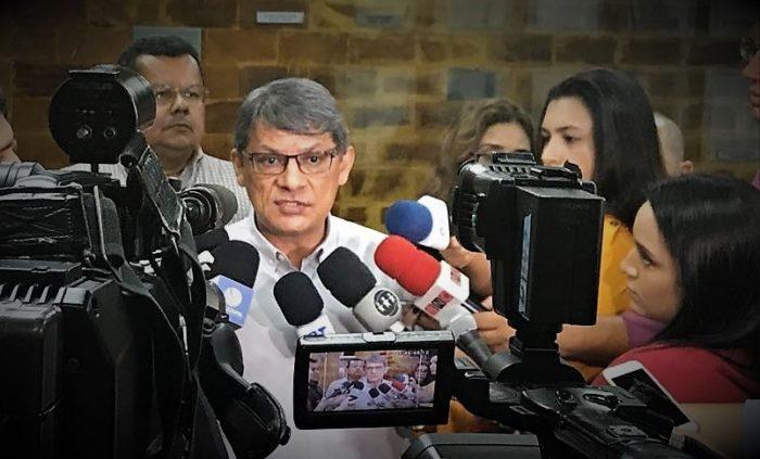 Amazonino desarma intenção de empresas médicas de parar saúde