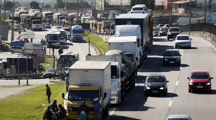Resultado de imagem para greve prejuizo caminhoneiros