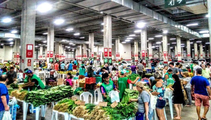 Supermercados e feiras funcionam em horários novos e reduzidos