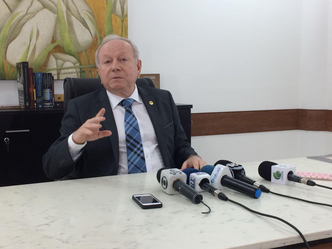 Presidente do TRE-AM, João Simões garante punição a candidatos que sujaram a cidade