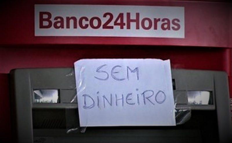Bancos deixam caixas eletrônicos sem dinheiro em Manaus