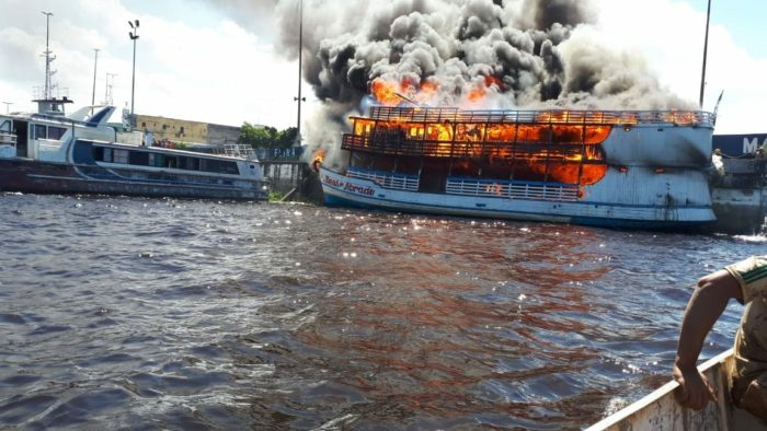 Barco fogo