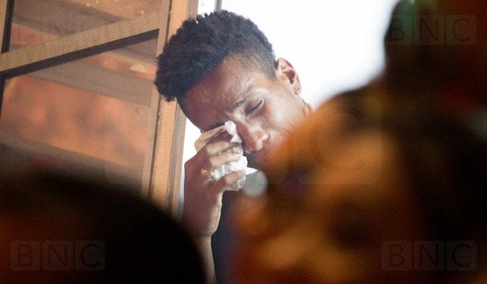 Jurado do festival chora durante apresentação do Garantido