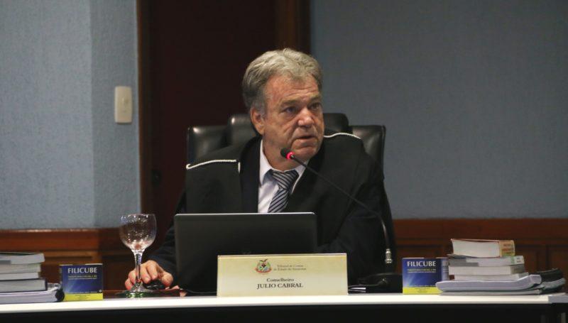TCE - Júlio Cabral suspende concurso público