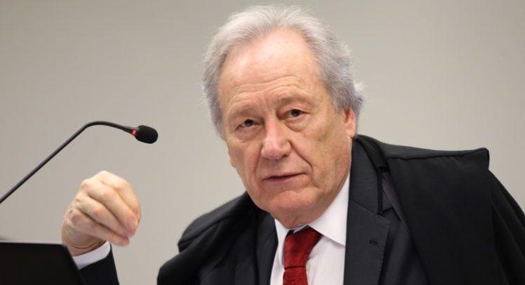 STF manda Anvisa decidir até fim do mês a importação da vacina russa