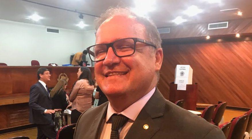 Procurador de Justiça José Roque está nas graças de Amazonino para ser o novo PGJ