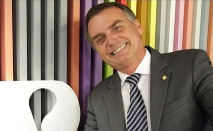 Bolsonaro rejeita elogios de ex-líder do grupo racista Ku Klux Klan