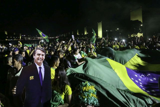 O presidente eleito, Jair Bolsonaro, faz sua primeira viagem ao exterior em visita ao Chile