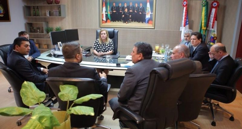 Governador eleito abre diálogo com TCE-AM para apoio à transição