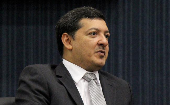 Felipe Souza retira assinatura da CPI da Saúde, mas volta atrás
