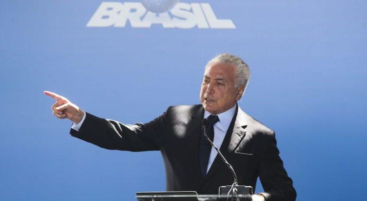 Temer alerta que Bolsonaro está preparando golpe para 2022