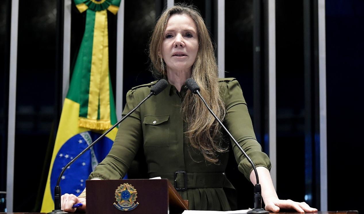 Após 30 anos de parlamento, Vanessa se despede da tribuna