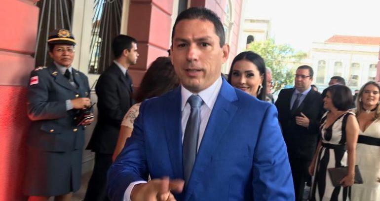 Na goleada do ano, Congresso derrota Bolsonaro e plano de Ramos vira lei