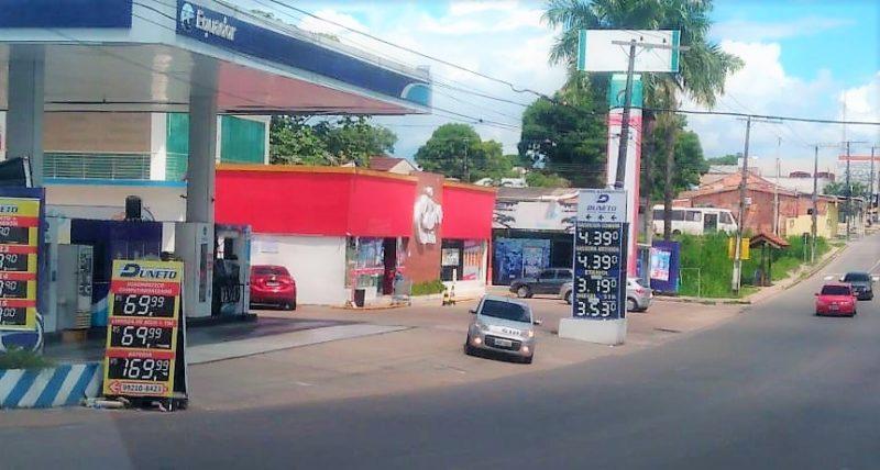 Bolsonaro quer mexer no ICMS dos combustíveis, mas estados devem reagir