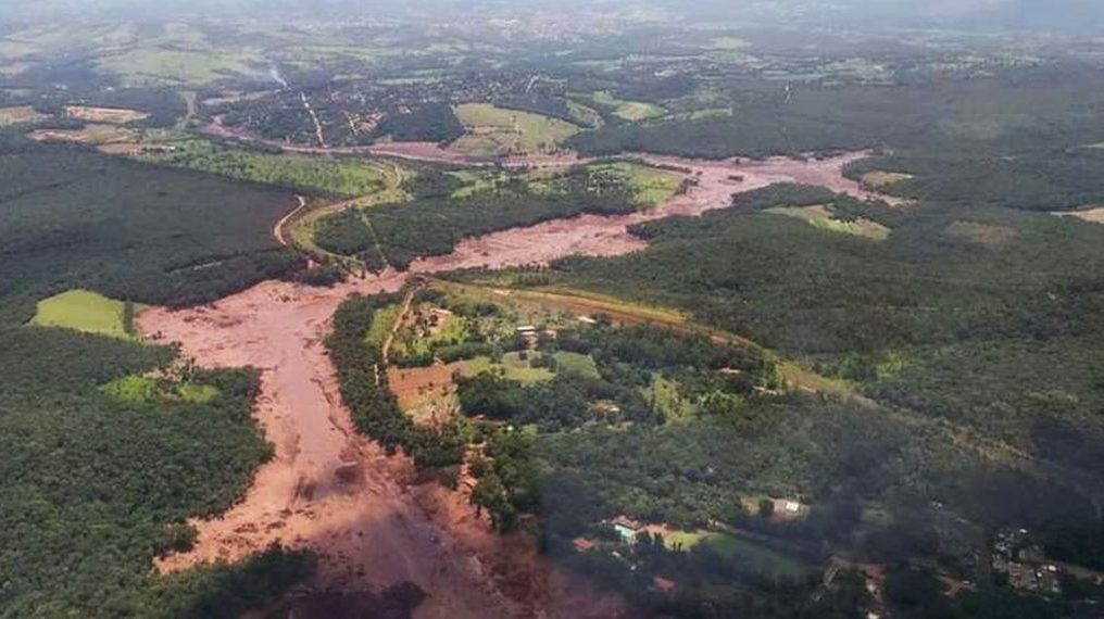 Onda de lama chega à hidrelétrica de Furnas em dois dias