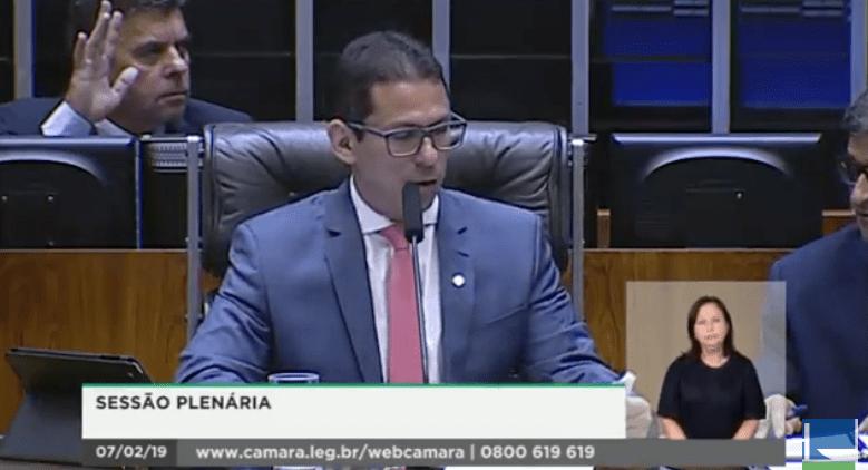 Marcelo Ramos preside sessão na Câmara dos Deputados