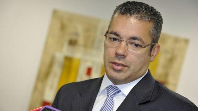 """Josué Neto e as """"estranhas"""" pesquisas a prefeito de Manaus"""