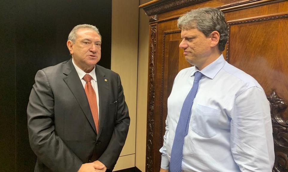 Ministro promete agora a Átila que vai percorrer a BR-319