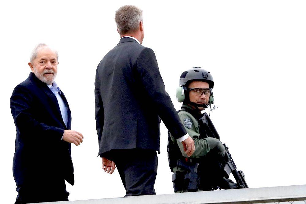 Cremado corpo do neto, Lula volta à carceragem de Curitiba
