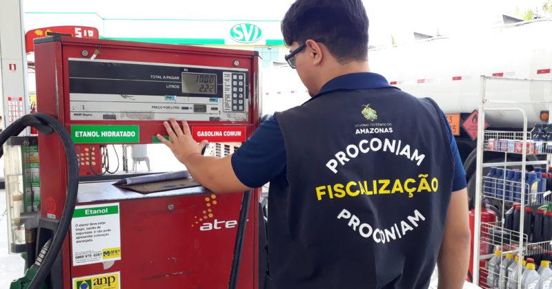Alô, defesa do consumidor! Preço da gasolina e diesel cai de novo, até 5%