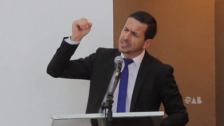 PF pede ajuda para investigar advogado do agressor de Bolsonaro