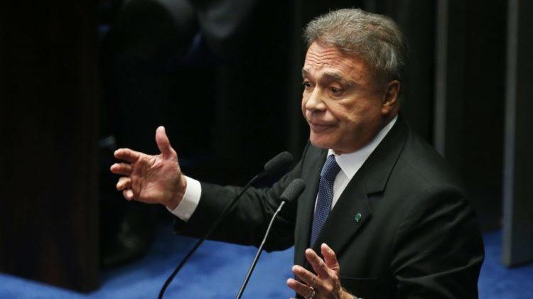Alvaro pede pressa em projeto que corta privilégios de ex-presidentes