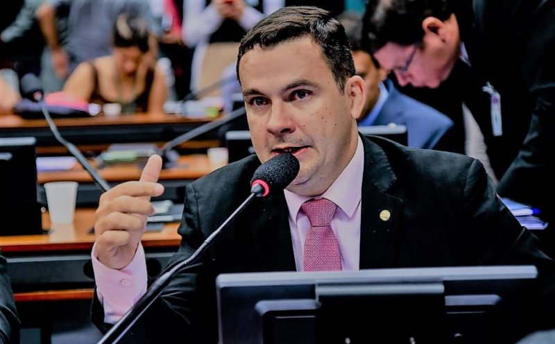 Alberto Neto lança aplicativo para prestação de contas do mandato