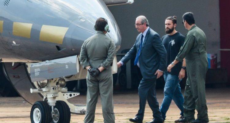 Eduardo Cunha deixa Curitiba e cumpre sentença perto da família