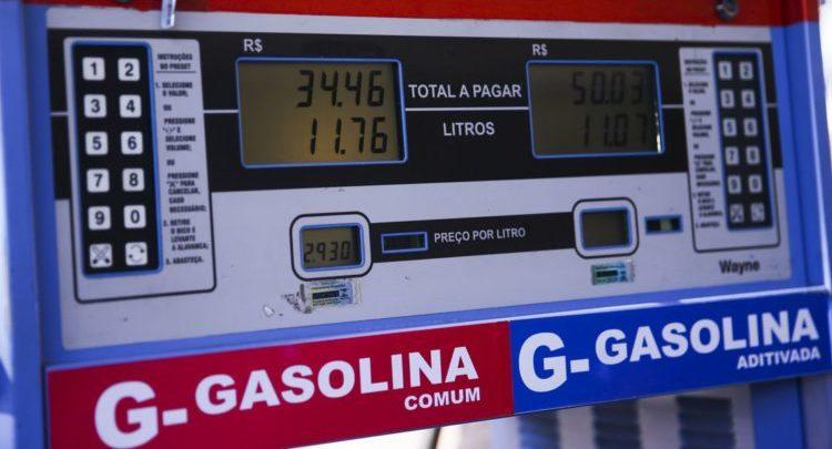 Deu a louca na Petrobrás: gasolina cai 7,16% e diesel 6% neste sábado