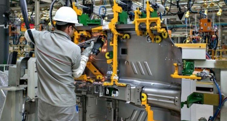 Bens de capital em alta, mas não evitam queda da produção industrial