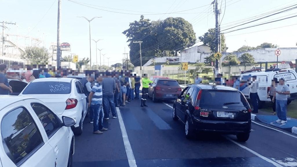 Motoristas de app param avenida contra os R$ 4,59 da gasolina