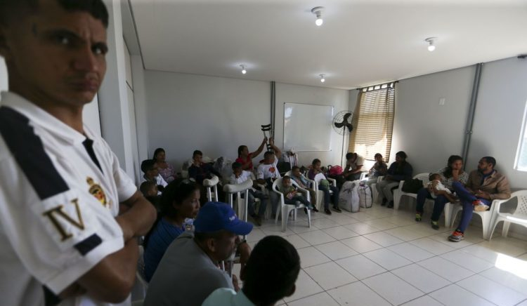 Venezuelanos refugiados recebem ajuda de R$ 14 milhões do Japão