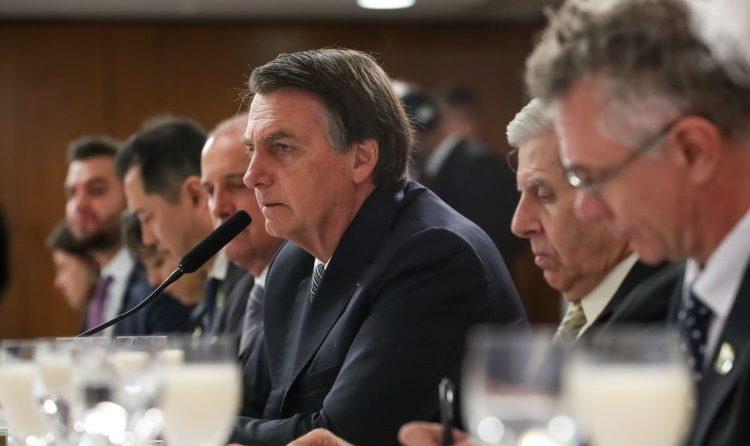 OAB quer derrubar MP de Bolsonaro que libera cobrança de direitos autorais