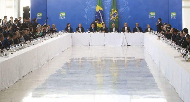 Bolsonaro recebe evangélicos e se dispõe a receber ideias da bancada
