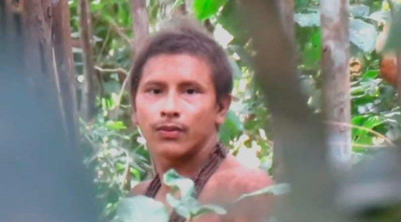 Cineastas fazem imagens raras de índios isolados na Amazônia