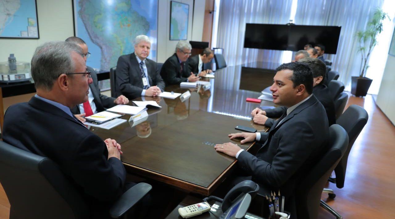 Fomento ao gás natural no Amazonas é tema de reunião entre Wilson e ministro