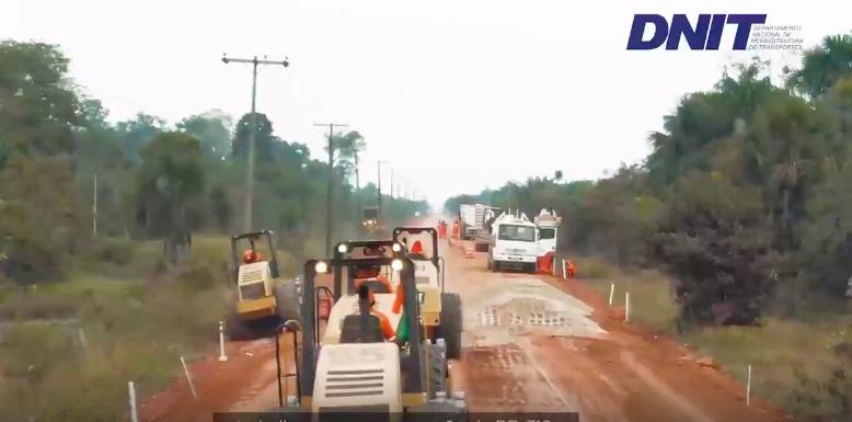 Vídeo do DNIT mostra BR-319 sendo reasfaltada